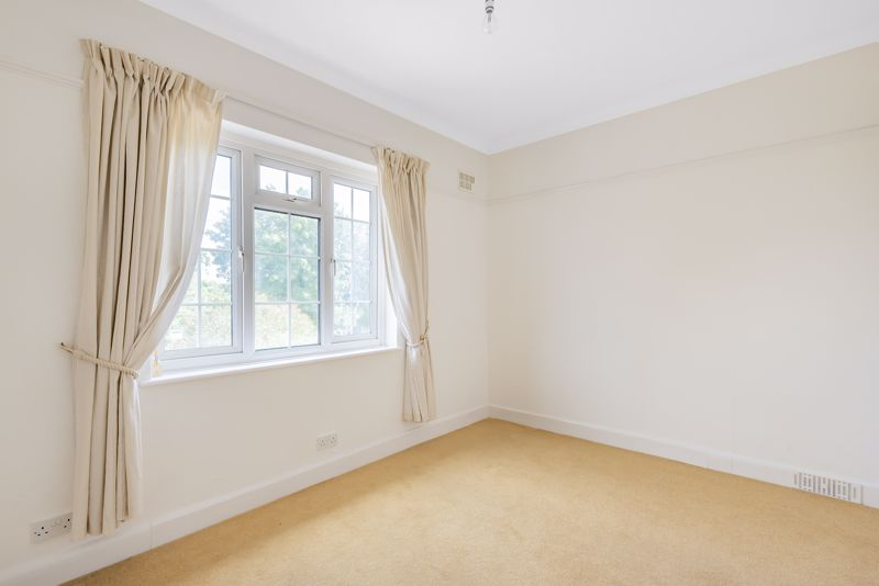 4 bedroom detached house SSTC in Carshalton Beeches - Photo 15.