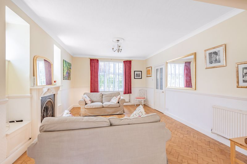 4 bedroom detached house SSTC in Carshalton Beeches - Photo 3.