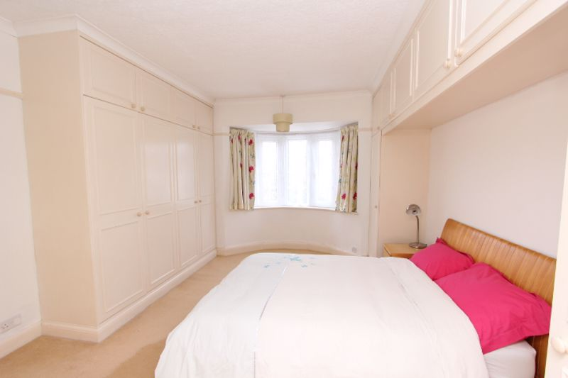 4 bedroom detached house SSTC in Carshalton Beeches - Photo 20.