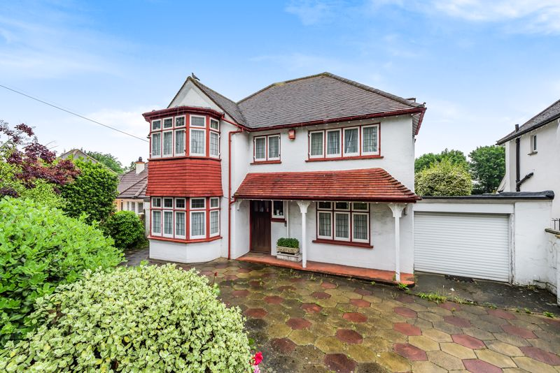 4 bedroom detached house For Sale in Carshalton Beeches - Photo 1.