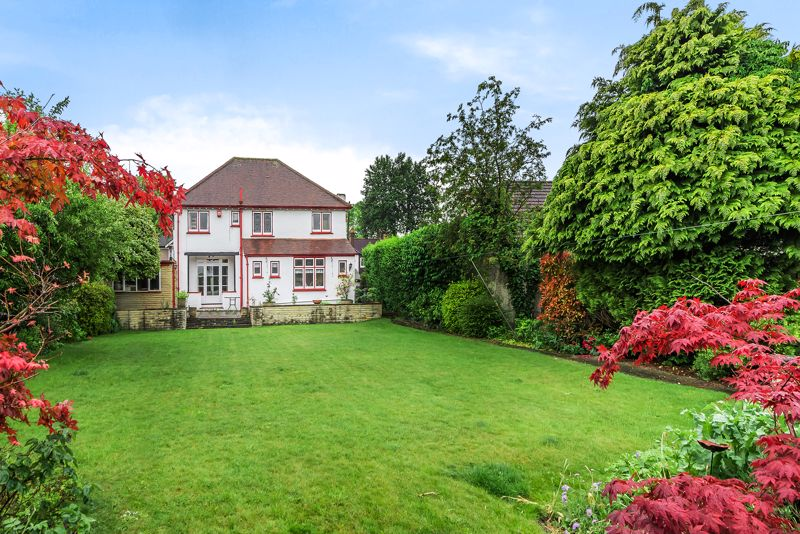 4 bedroom detached house For Sale in Carshalton Beeches - Photo 10.