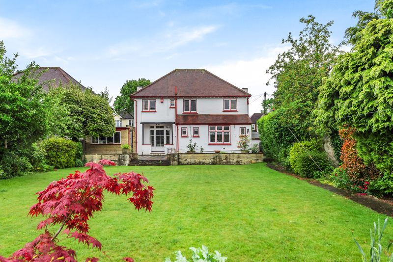 4 bedroom detached house For Sale in Carshalton Beeches - Photo 17.