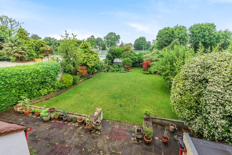4 bedroom detached house For Sale in Carshalton Beeches - Photo 19.