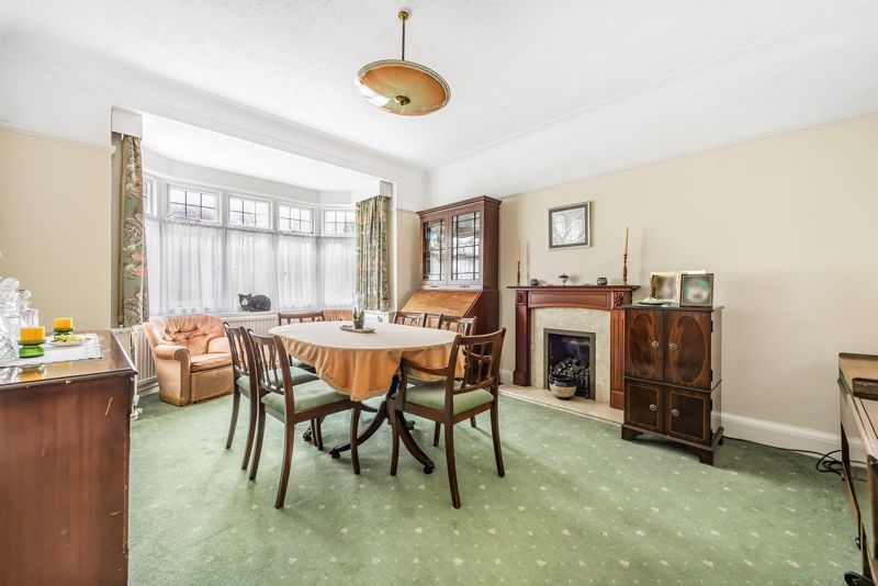 4 bedroom detached house For Sale in Carshalton Beeches - Photo 4.