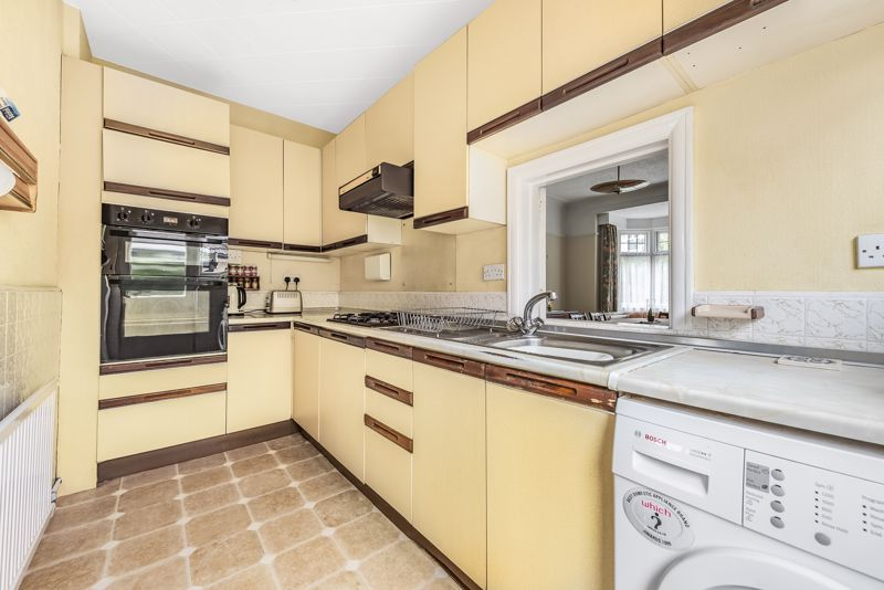4 bedroom detached house For Sale in Carshalton Beeches - Photo 5.