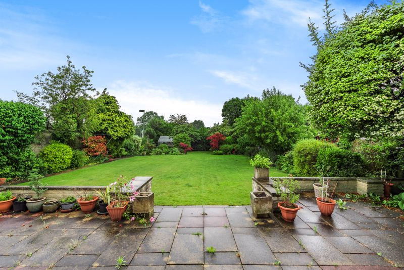 4 bedroom detached house For Sale in Carshalton Beeches - Photo 9.