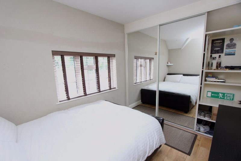 4 bedroom semi detached house For Sale in Carshalton - Photo 5.