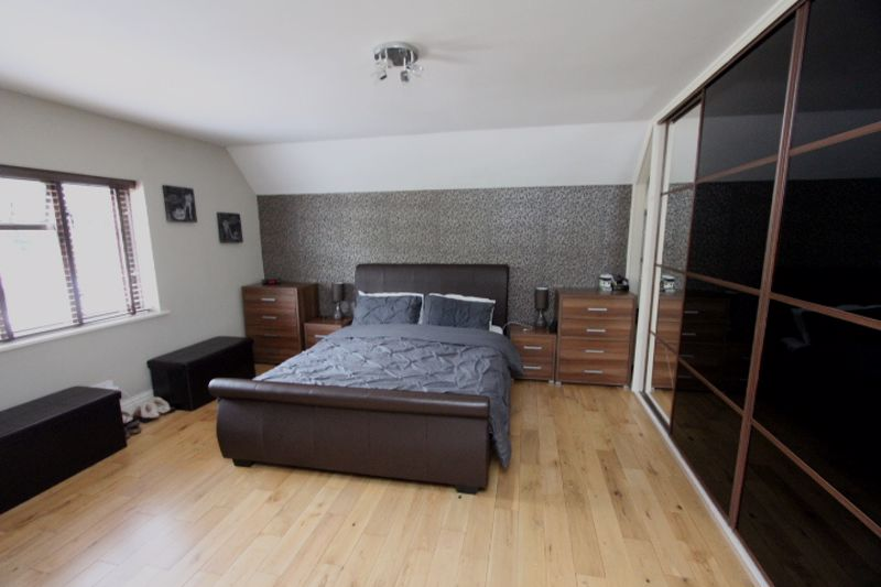 4 bedroom semi detached house For Sale in Carshalton - Photo 8.