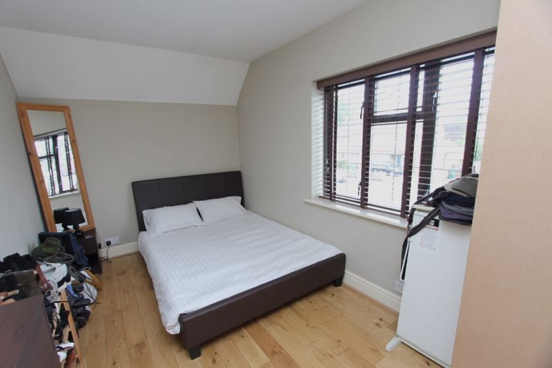 4 bedroom semi detached house For Sale in Carshalton - Photo 9.