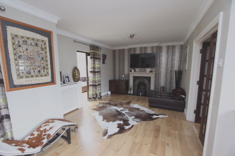4 bedroom semi detached house For Sale in Carshalton - Photo 10.