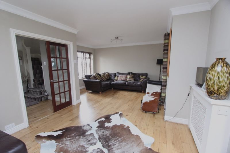 4 bedroom semi detached house For Sale in Carshalton - Photo 11.