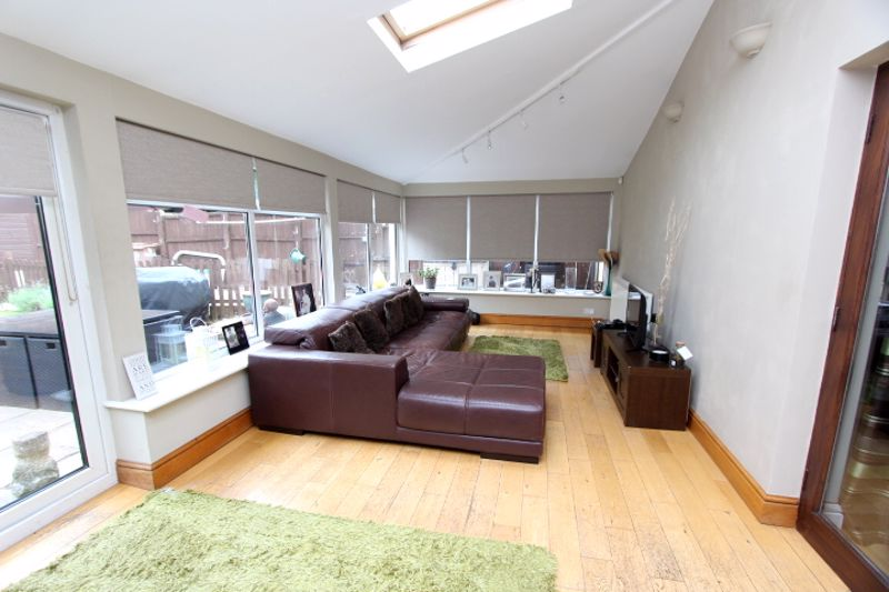 4 bedroom semi detached house For Sale in Carshalton - Photo 12.