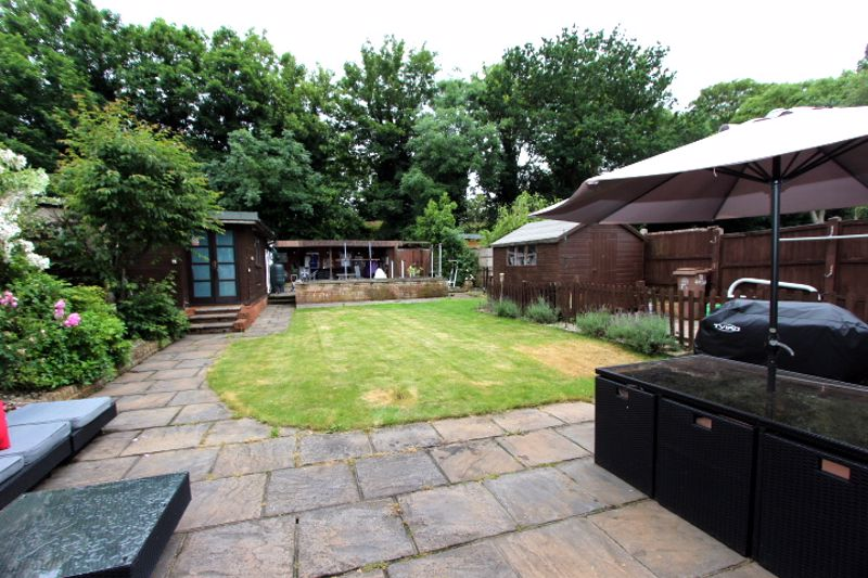 4 bedroom semi detached house For Sale in Carshalton - Photo 15.