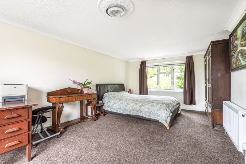 5 bedroom detached house For Sale in Carshalton Beeches - Photo 15.