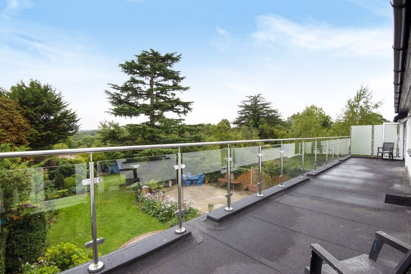 5 bedroom detached house For Sale in Carshalton Beeches - Photo 16.