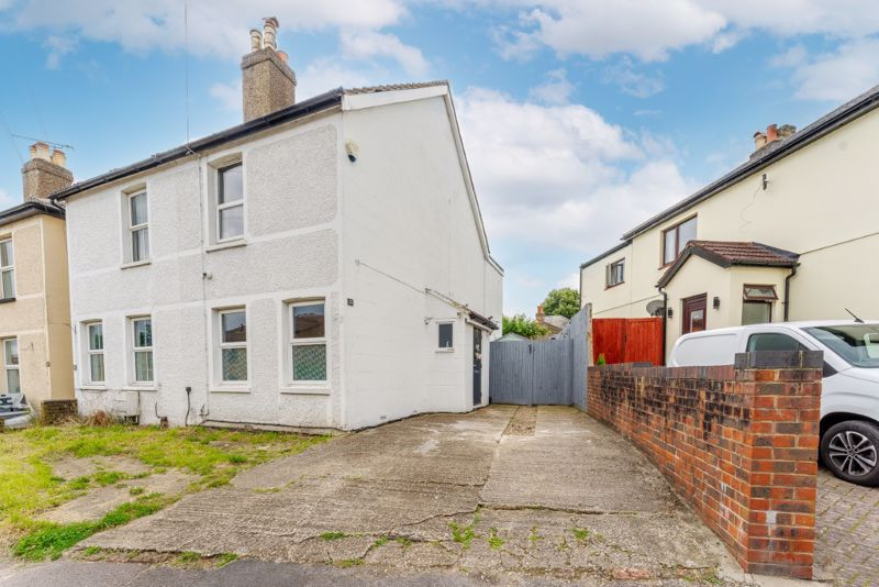 3 bedroom semi detached house For Sale in Wallington - Photo 9.