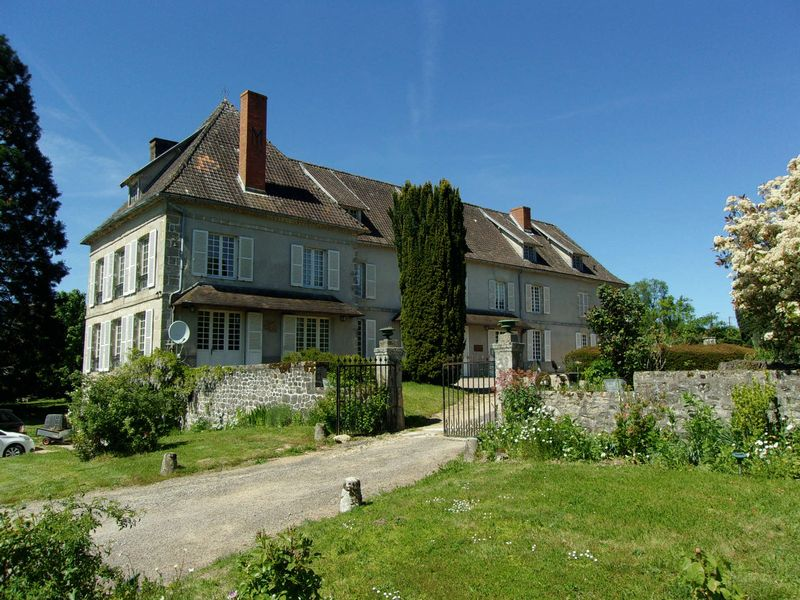 Fantastic Chateau with potential fishing lake and gite and land!