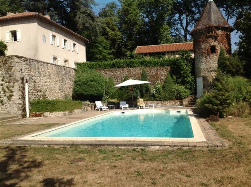 Stunning maison de maître in beautiful grounds