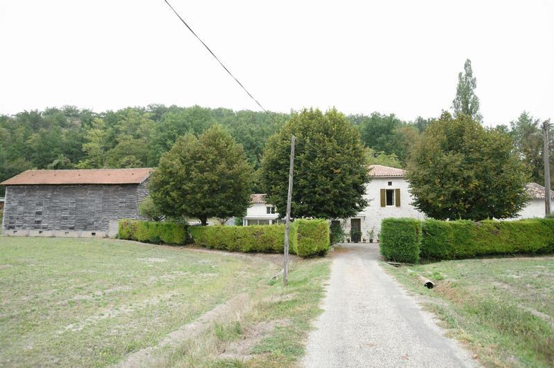 Stone farmhouse with land in a great location,  walking distance to village!