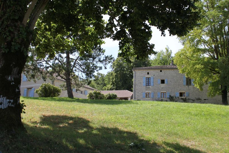 Characterful country property with 8 bedrooms and 5 bathrooms