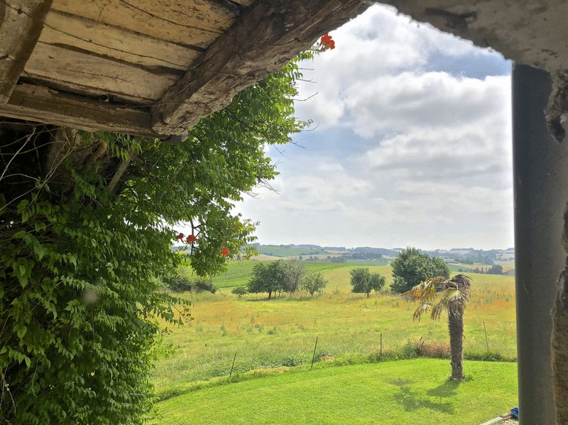 Wow-factor views and 7 acres of grazing land