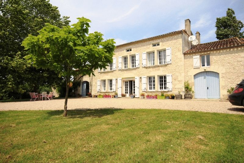 Magnificent 7 bedroom Manoir in immaculate condition throughout