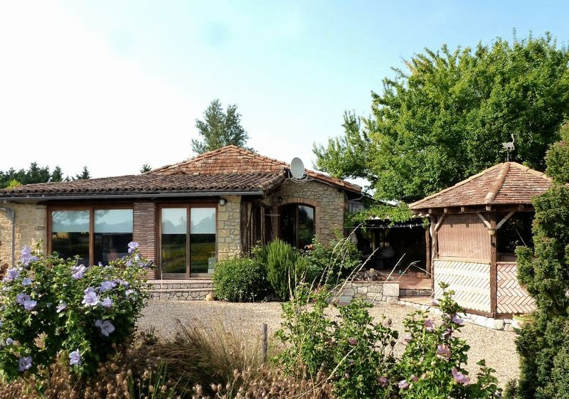 Established gite complex and health spa with views