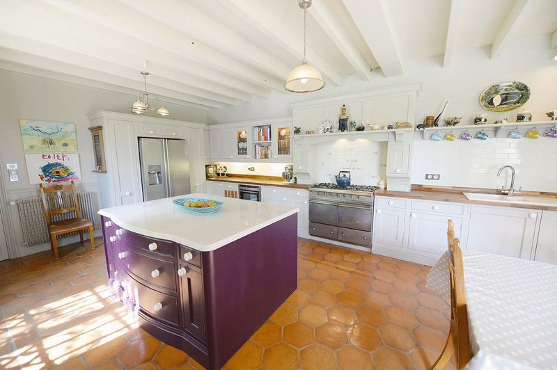 Stunning, fully renovated, 7 bedroom manoir set in over an acre of beautiful gardens
