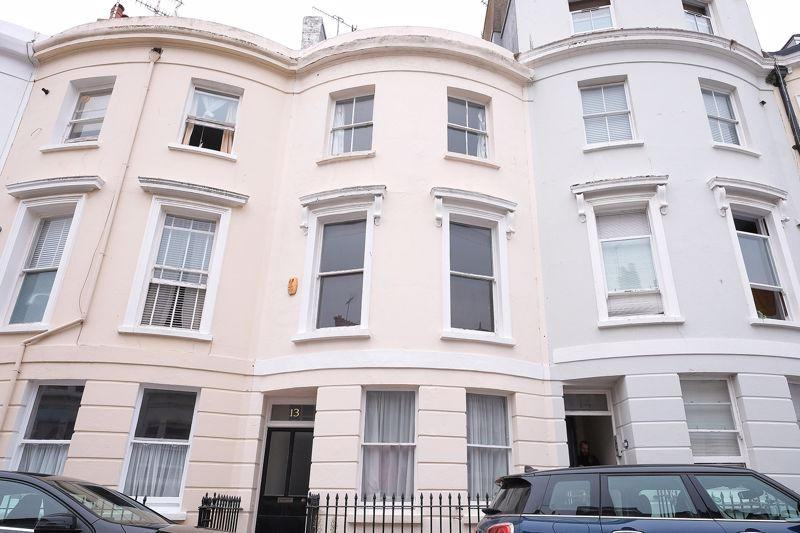 St. Georges Terrace, Brighton property to let in Kemptown, Brighton by Coapt