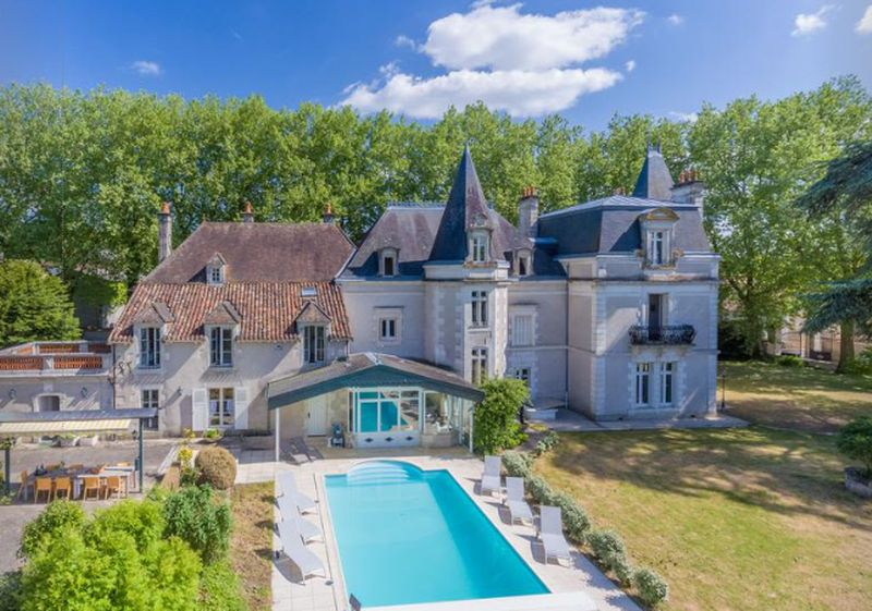 Stunning CHATEAU, perfect BUSINESS opportunity, IMMACULATE condition