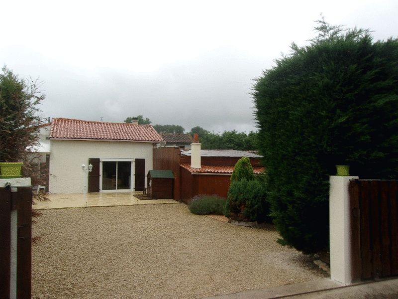 Situated in pretty road close to L'Isle Jourdain