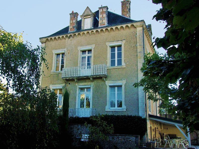 Maison de Maitre town centre location