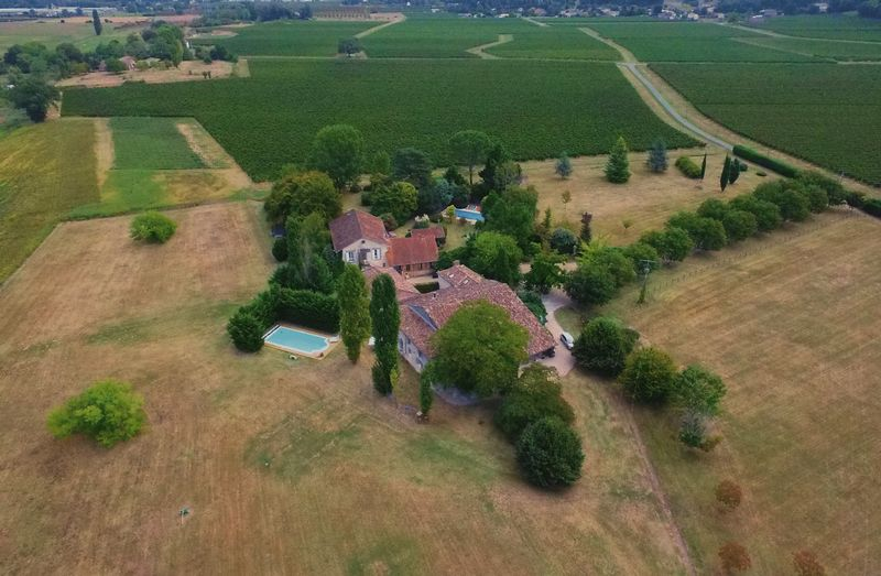 Gorgeous family home and gite in the Bordeaux vineyards