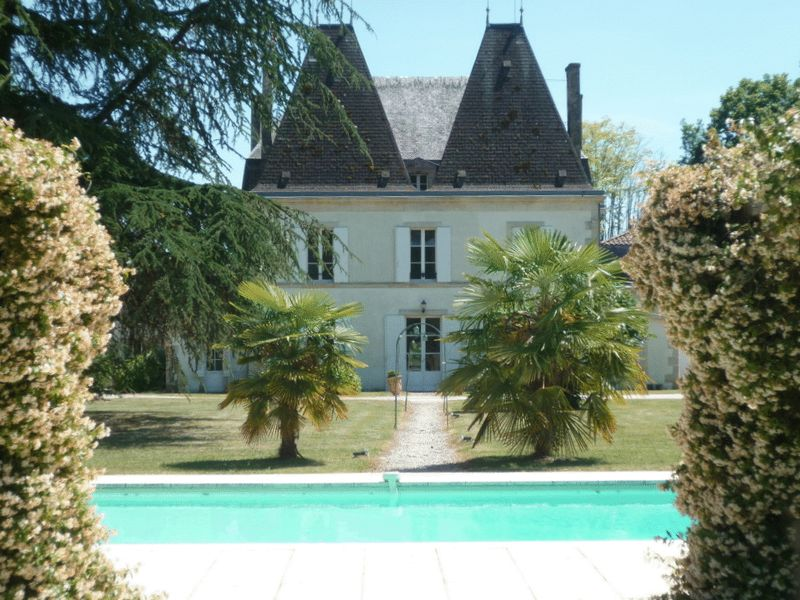 Chateau on the banks of the Dordogne