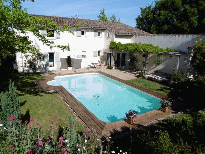 An impressive property, quiet location, overlooking the vines