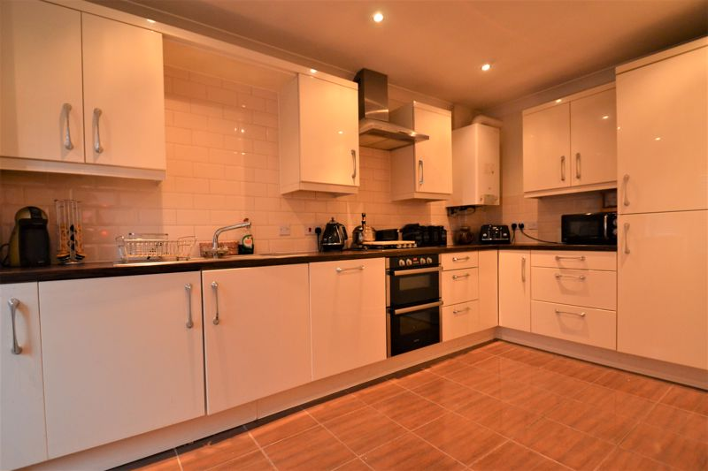 4 Bedroom Terraced House For Sale - Photo 9