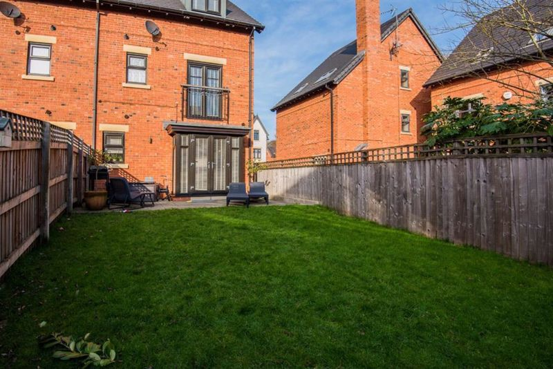 4 Bedroom Semi Detached House For Sale - Photo 27