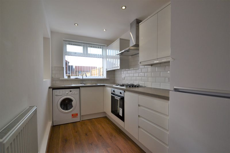 3 Bedroom Terraced House For Sale - Photo 3