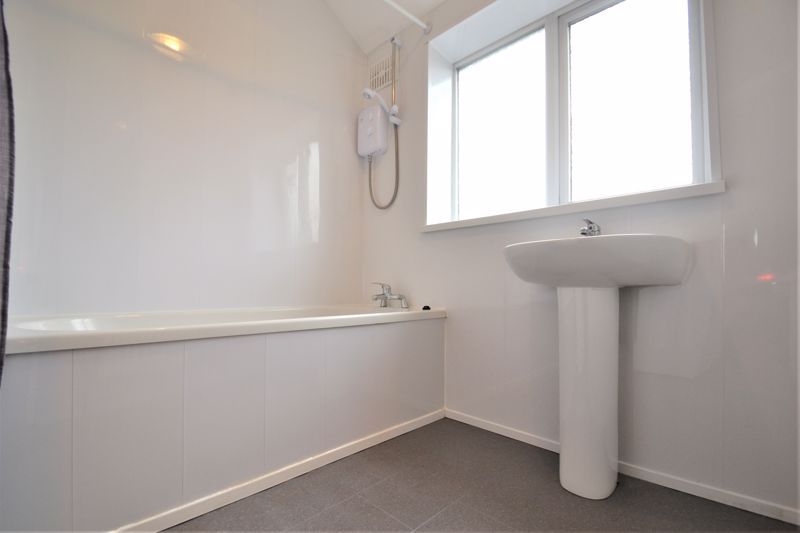 3 Bedroom Semi Detached House For Sale - Photo 2