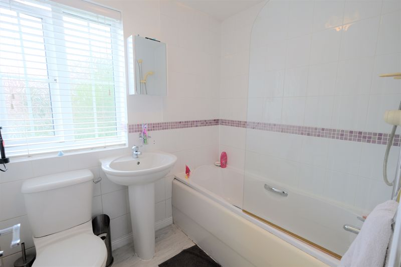 4 Bedroom Terraced House For Sale - Photo 7