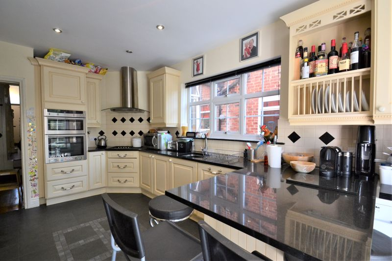 5 Bedroom Terraced House For Sale - Photo 13