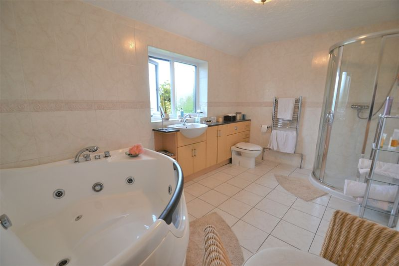 5 Bedroom Detached House For Sale - Photo 2