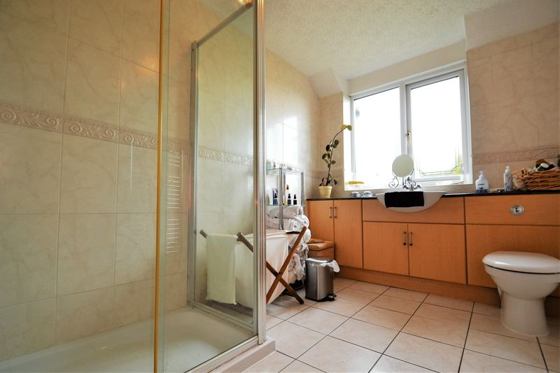 5 Bedroom Detached House For Sale - Photo 6