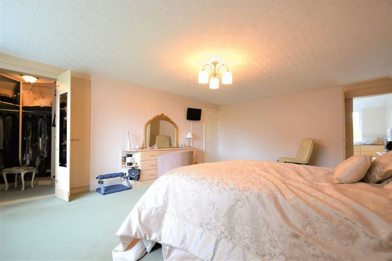 5 Bedroom Detached House For Sale - Photo 9