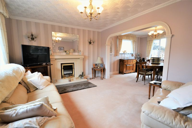 5 Bedroom Detached House For Sale - Photo 11