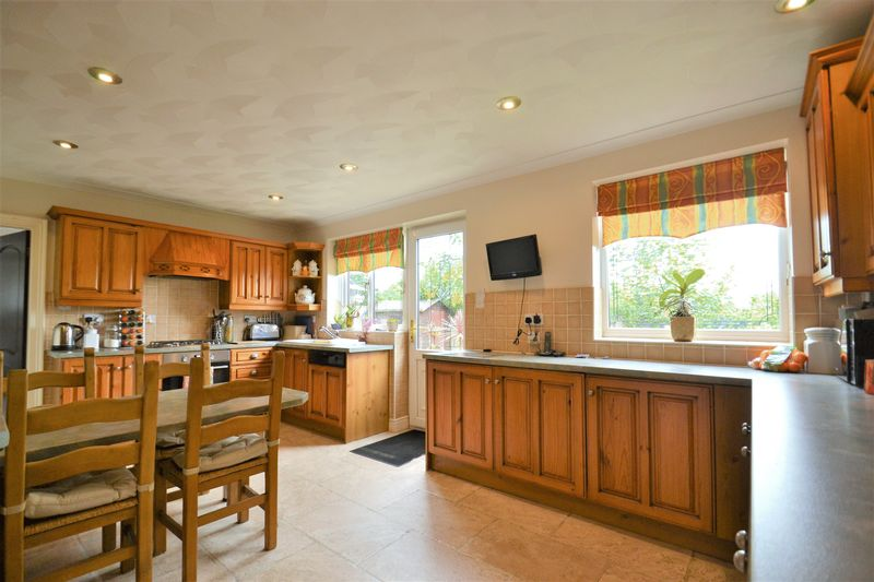 5 Bedroom Detached House For Sale - Photo 14