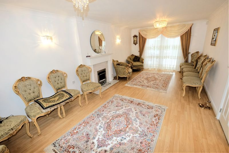 4 Bedroom Detached House For Sale - Photo 3