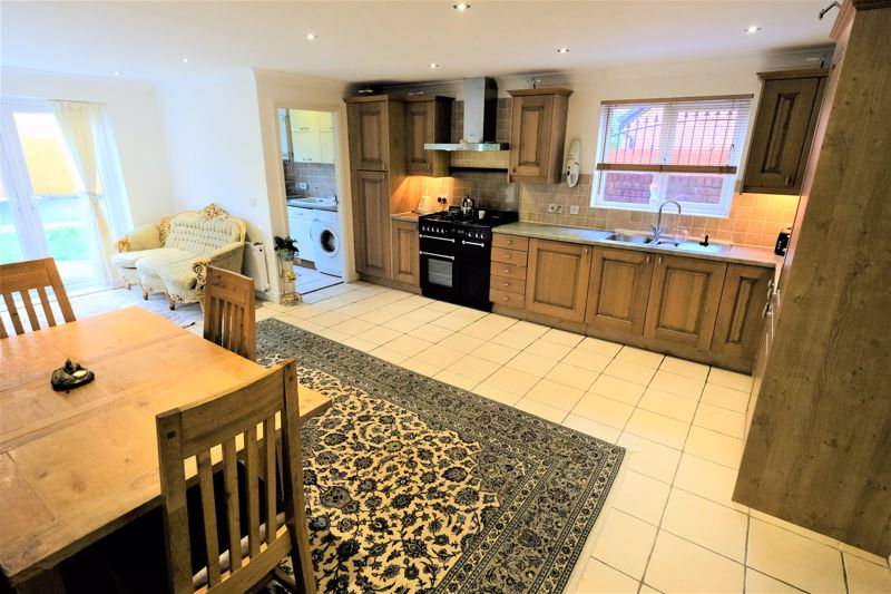 4 Bedroom Detached House For Sale - Photo 19