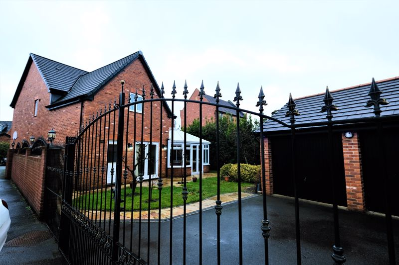 4 Bedroom Detached House For Sale - Photo 32