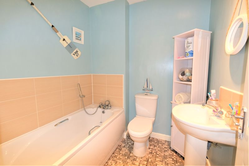 4 Bedroom Terraced House For Sale - Photo 8